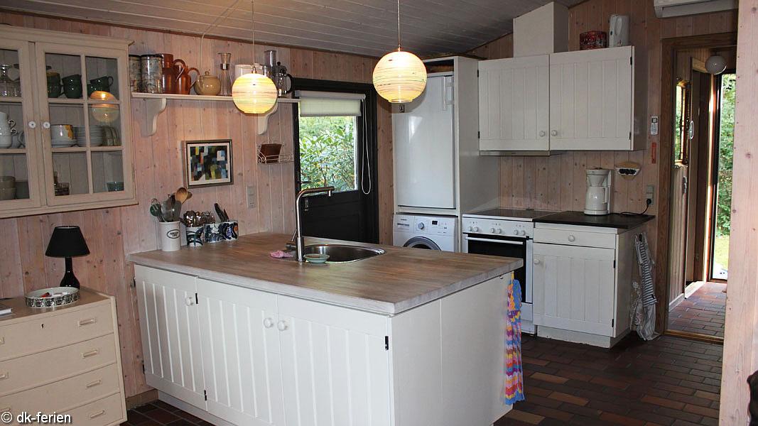 gilleleje hyggehus bei gilleleje mit gro em grundst ck und ofen dk ferien. Black Bedroom Furniture Sets. Home Design Ideas